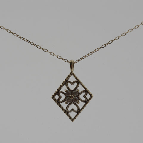 Flower in a diamond necklace in yellow gold and diamonds