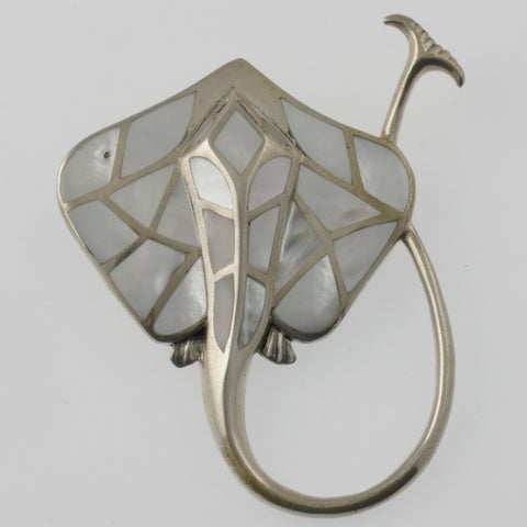 Mantaray mother of pearl star brooch/ pendant