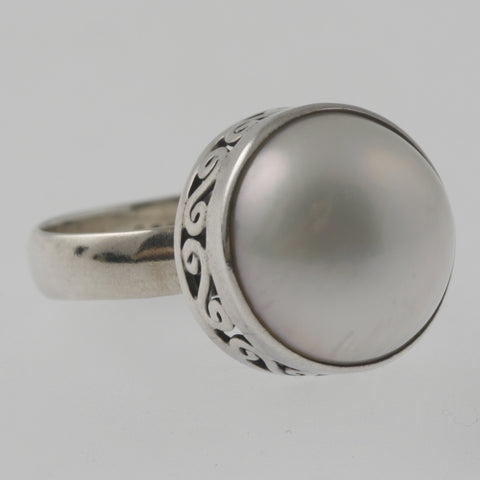 Pearl sterling silver ring with detailed basket