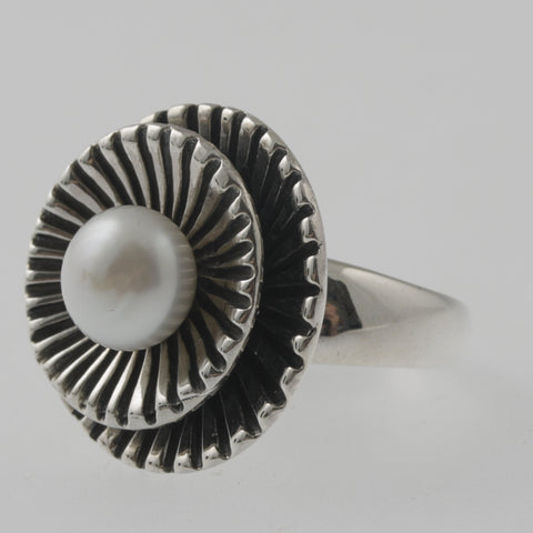 Pearl stylized flower sterling silver ring