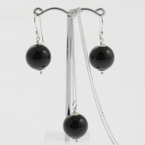 Shell earring, pendant and chain set in black, round