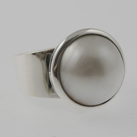 Sleek pearl sterling silver ring