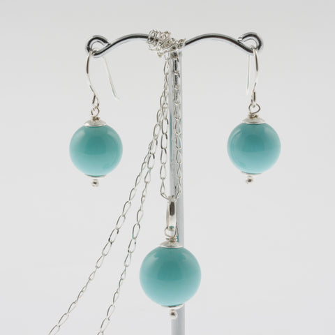 Shell earring, pendant and chain set in aqua, round
