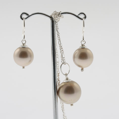 Shell earring, pendant and chain set in champagne, round