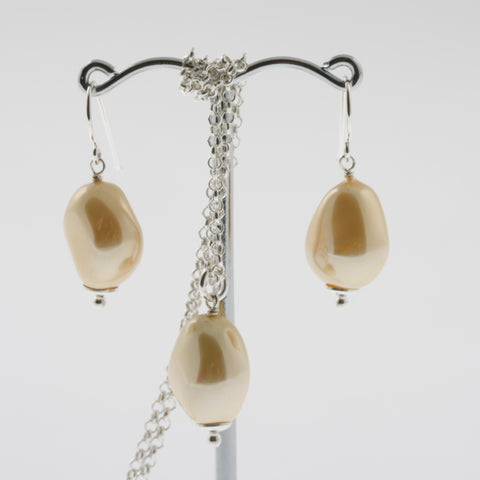 Shell earring, pendant and chain set in lemon, natural
