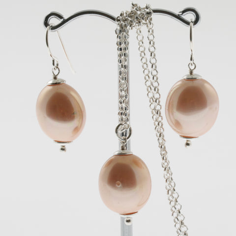 Shell earring, pendant and chain set in peach, oval