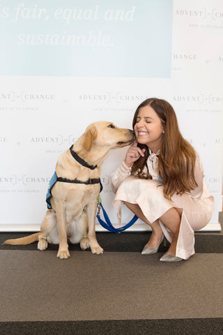 Petra the guide dog puppy giving kristina kisses