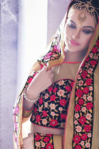 Designer Saree:atisundar appealing Party wear Sarees with designer blouses and embroidered border in Cream  - 10764 - atisundar - 4 - click to zoom
