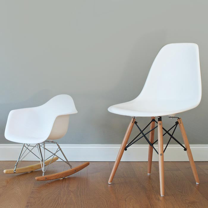Kids eames rocking chair para ni os for Sillas eames para ninos