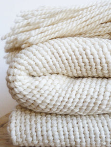 NIEBLA Small Throw Blanket in Ecru