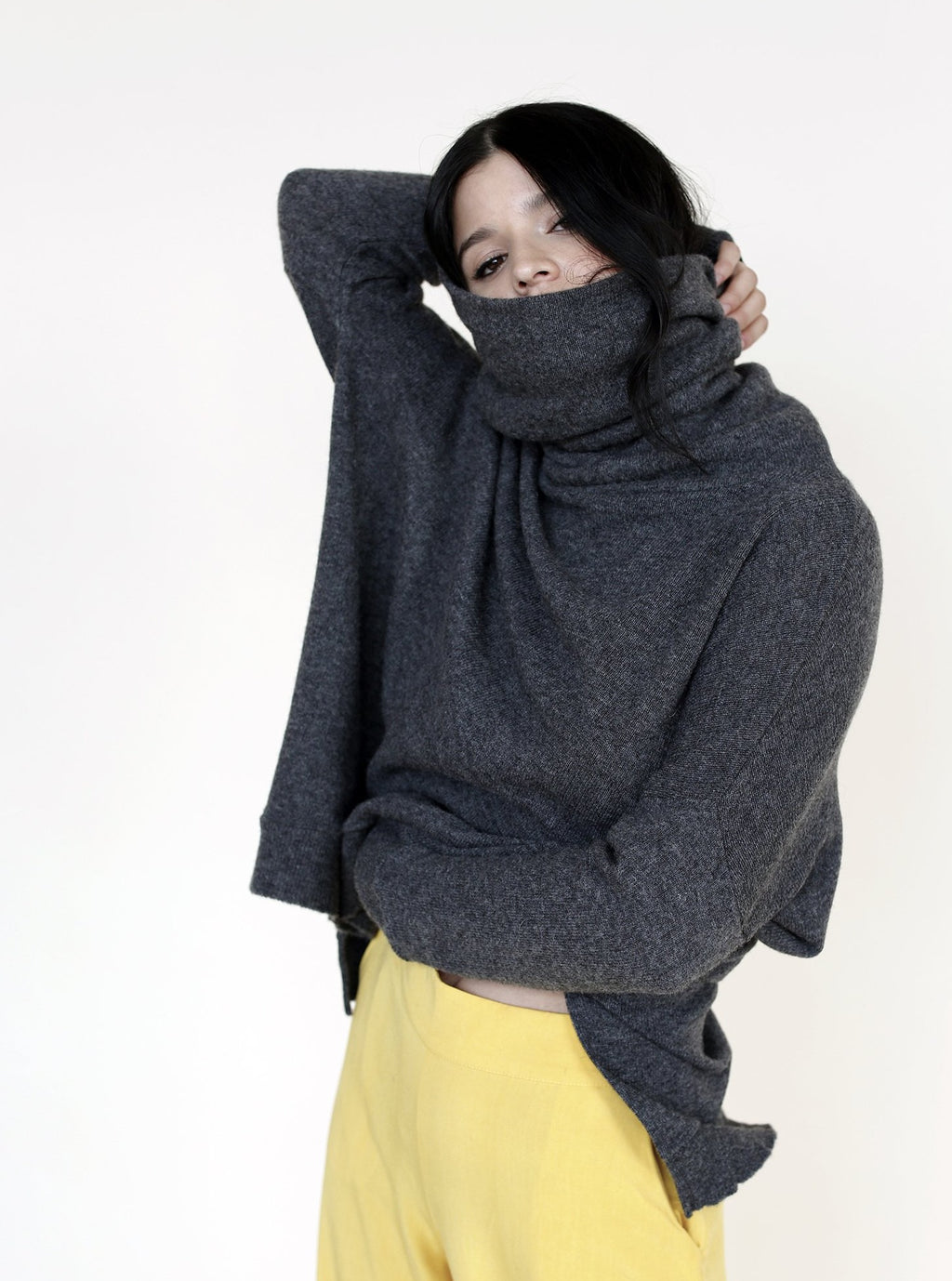 NODO Turtleneck in Charcoal