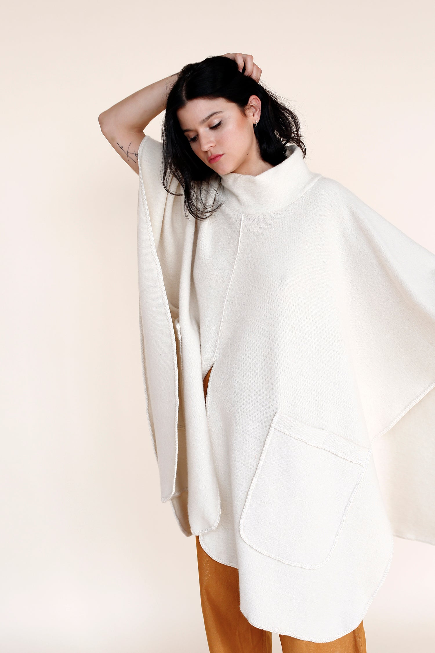 JUPITER Poncho in Ivory