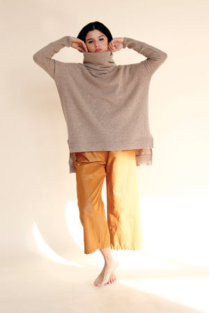 NODO Turtleneck in Sand
