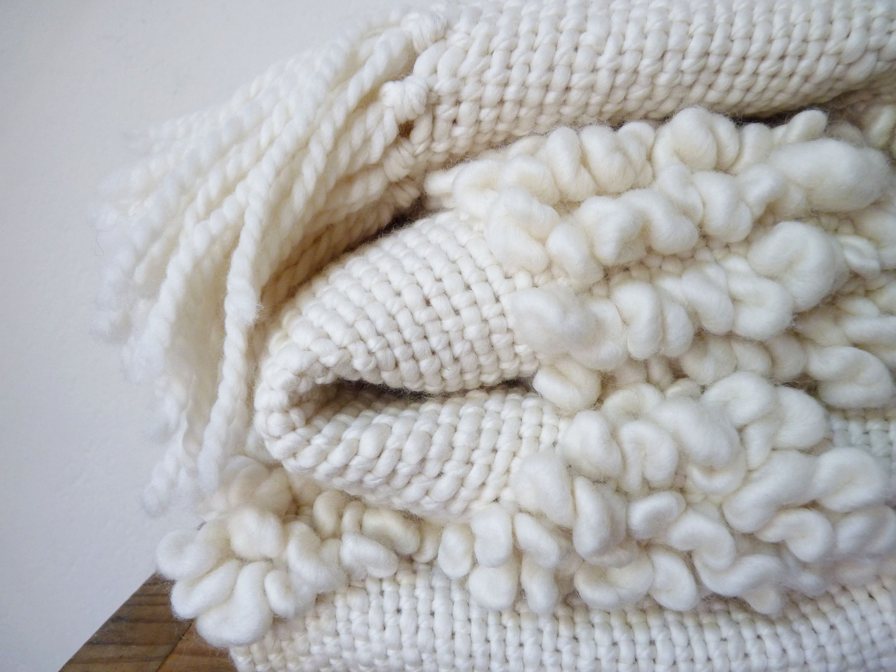 PUNTO Throw Blanket in Ivory