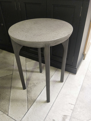 Side table with Crocodile concrete top oak base