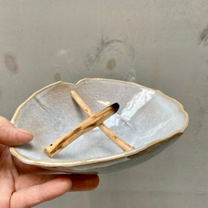 Organic shaped Palo Santo holder - Quartzite gloss