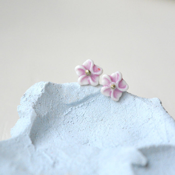 Tiny flower studs - White and mauve purple