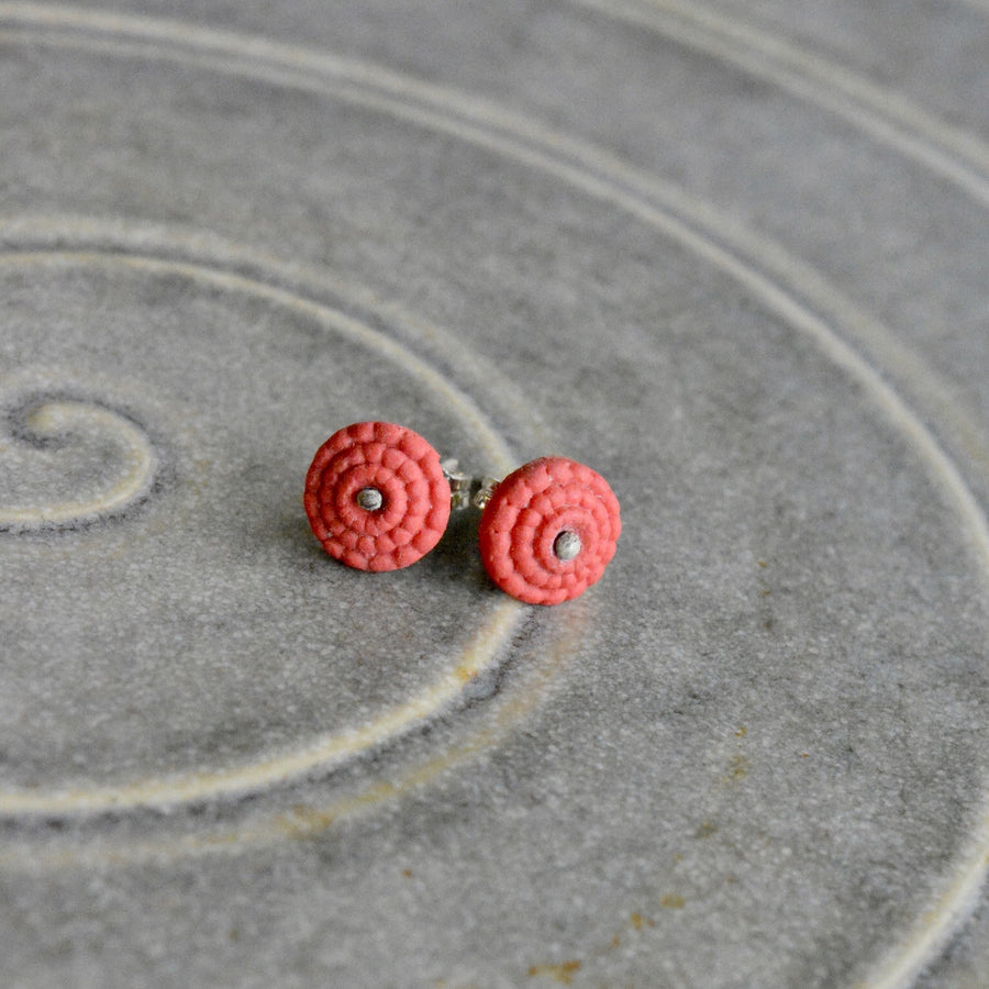 Studs in crimson red porcelain - Bubble.