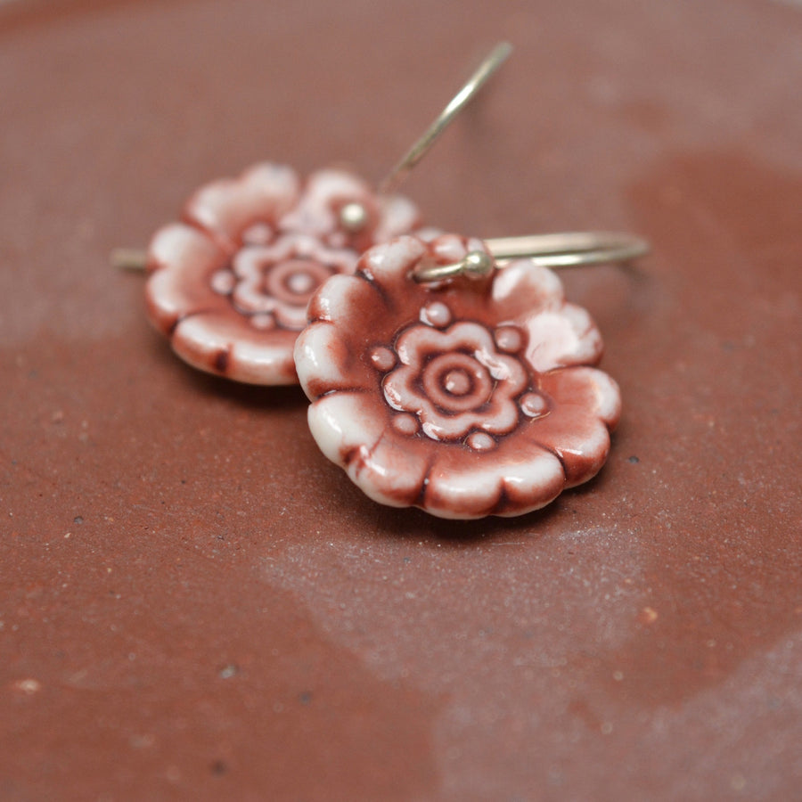 Fleur Du Joly earringss - White & maroon red - small earwire
