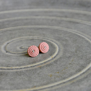 Studs in old pinkporcelain - Bubble.