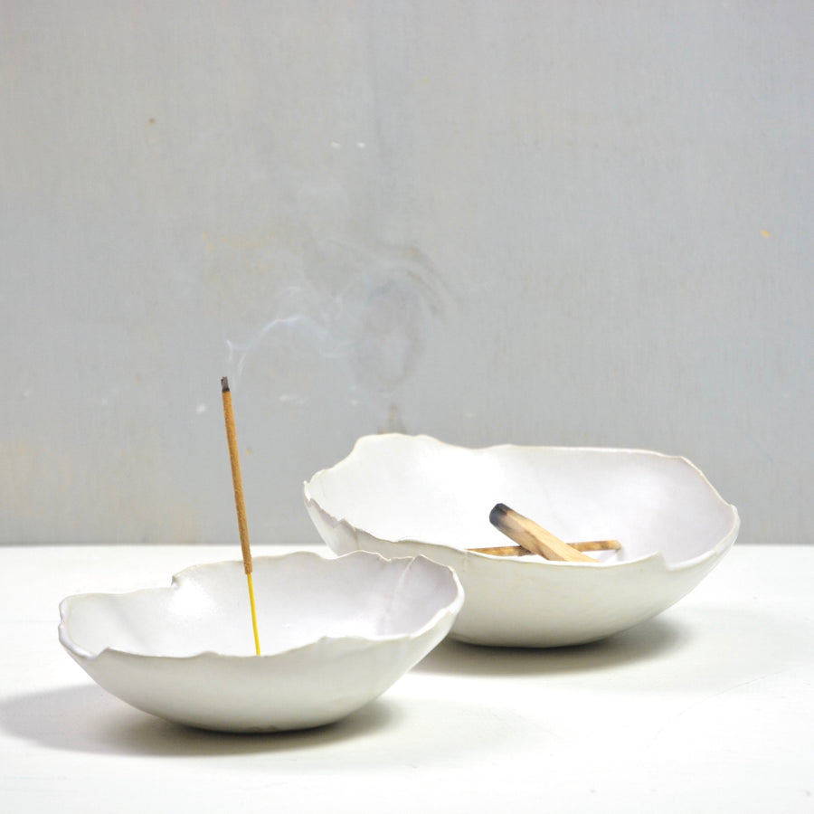 Organic shaped incense holder - Satin white