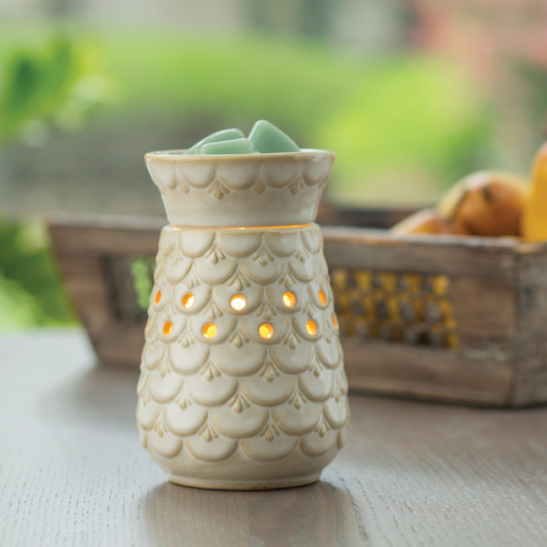 Scalloped Vase Midsize Illumination Wax Warmer - Bloom'n Things