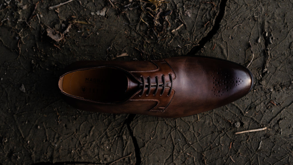 Blucher closure shoe