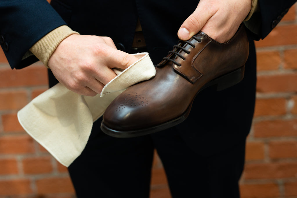Polishing leather shoes - how to care for dress shoes
