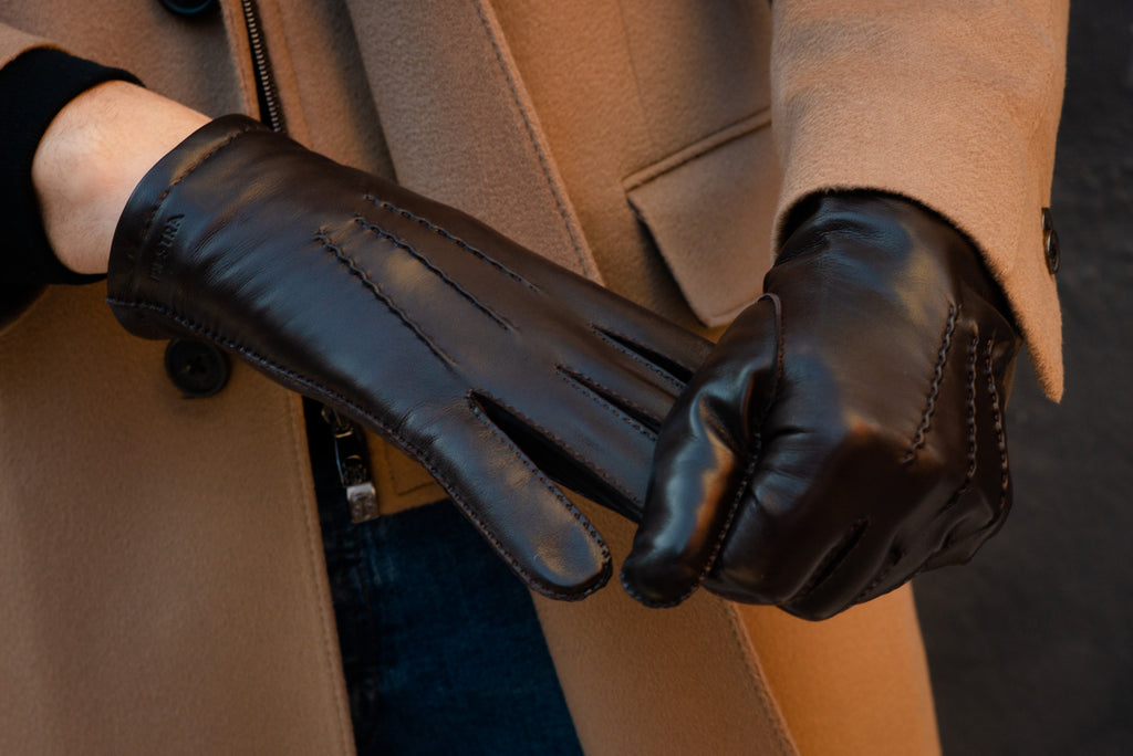 How to properly remove a leather glove