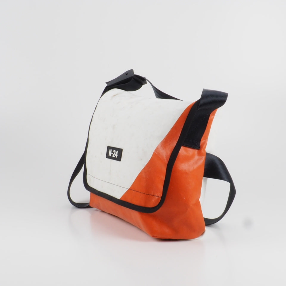 Messenger - orange and white - No.642