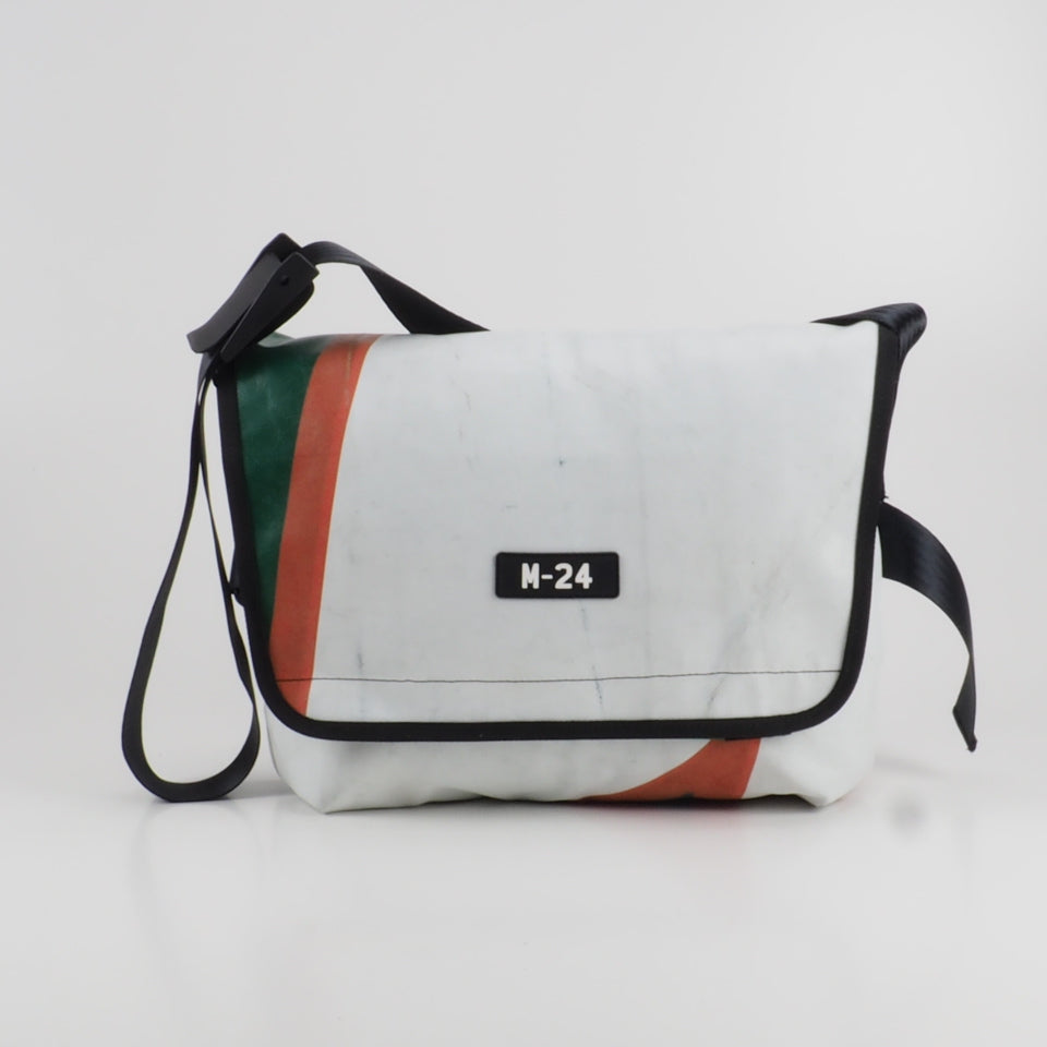 Messenger - red, green and white - No.636