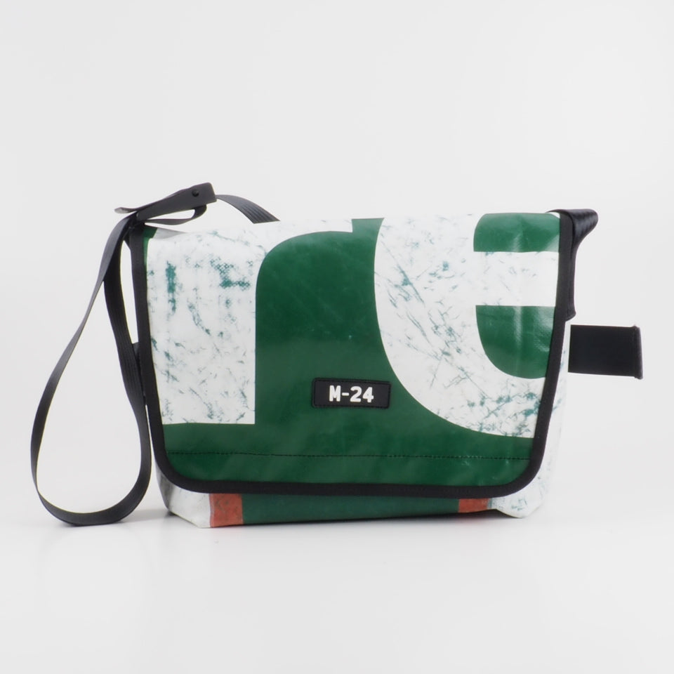 Messenger - red, green and white - No.625