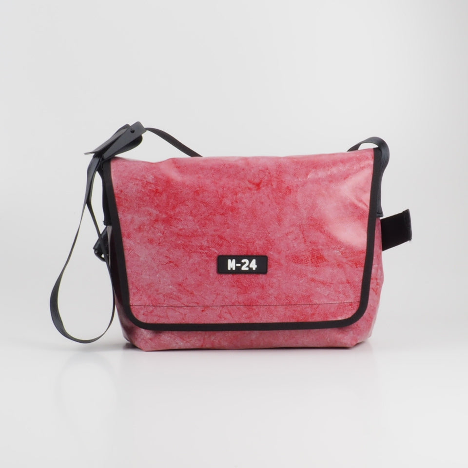 Messenger - distressed red - No.746