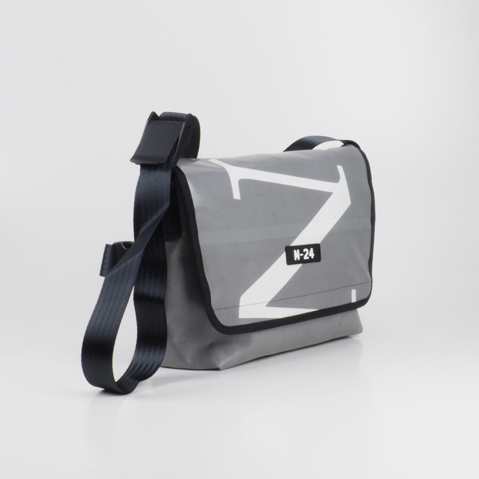 Messenger - grey and white - No.738
