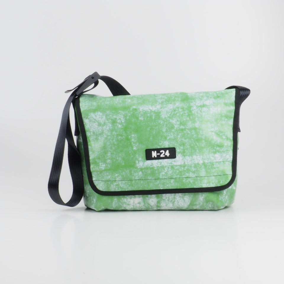 Messenger - green and white - No.731