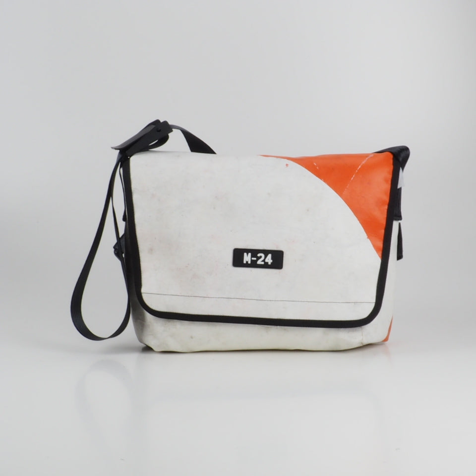 Messenger - white and orange - No.727