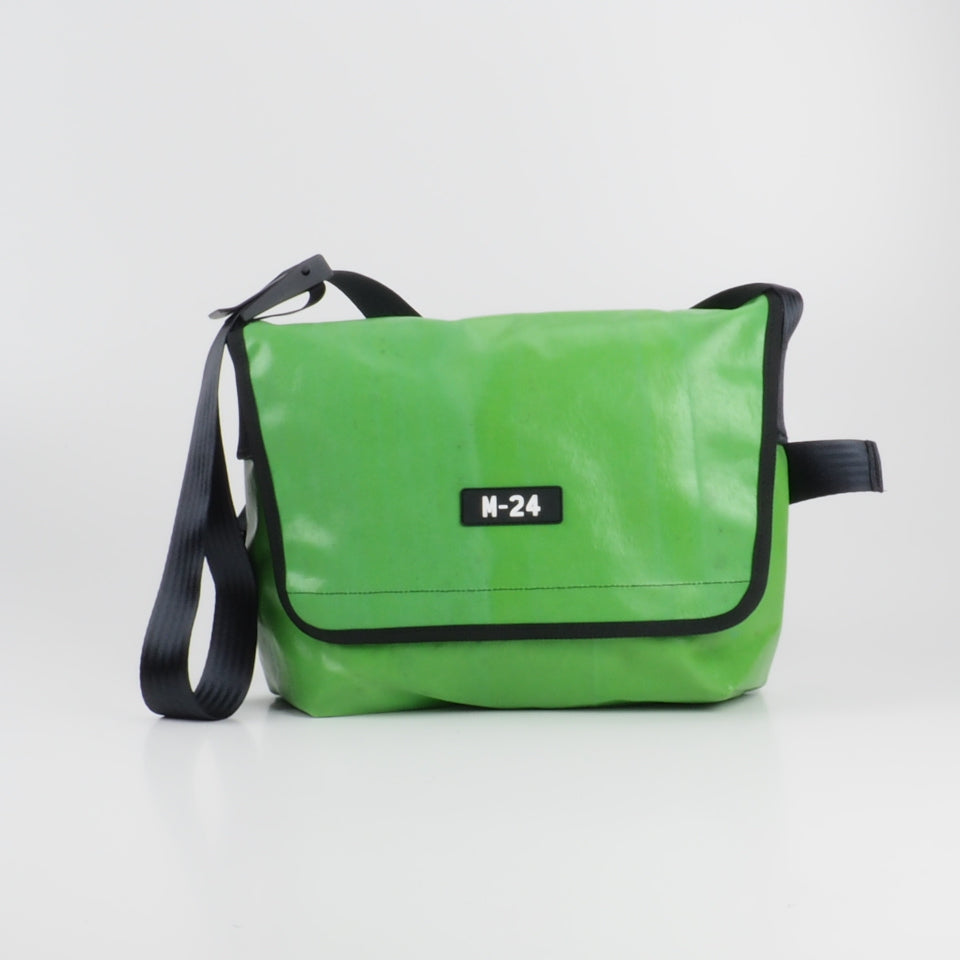 Messenger - green and white - No.724