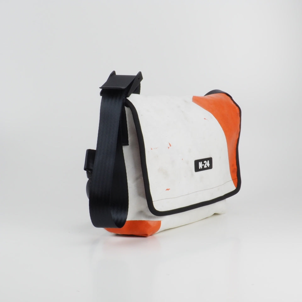 Messenger - white and orange - No.721