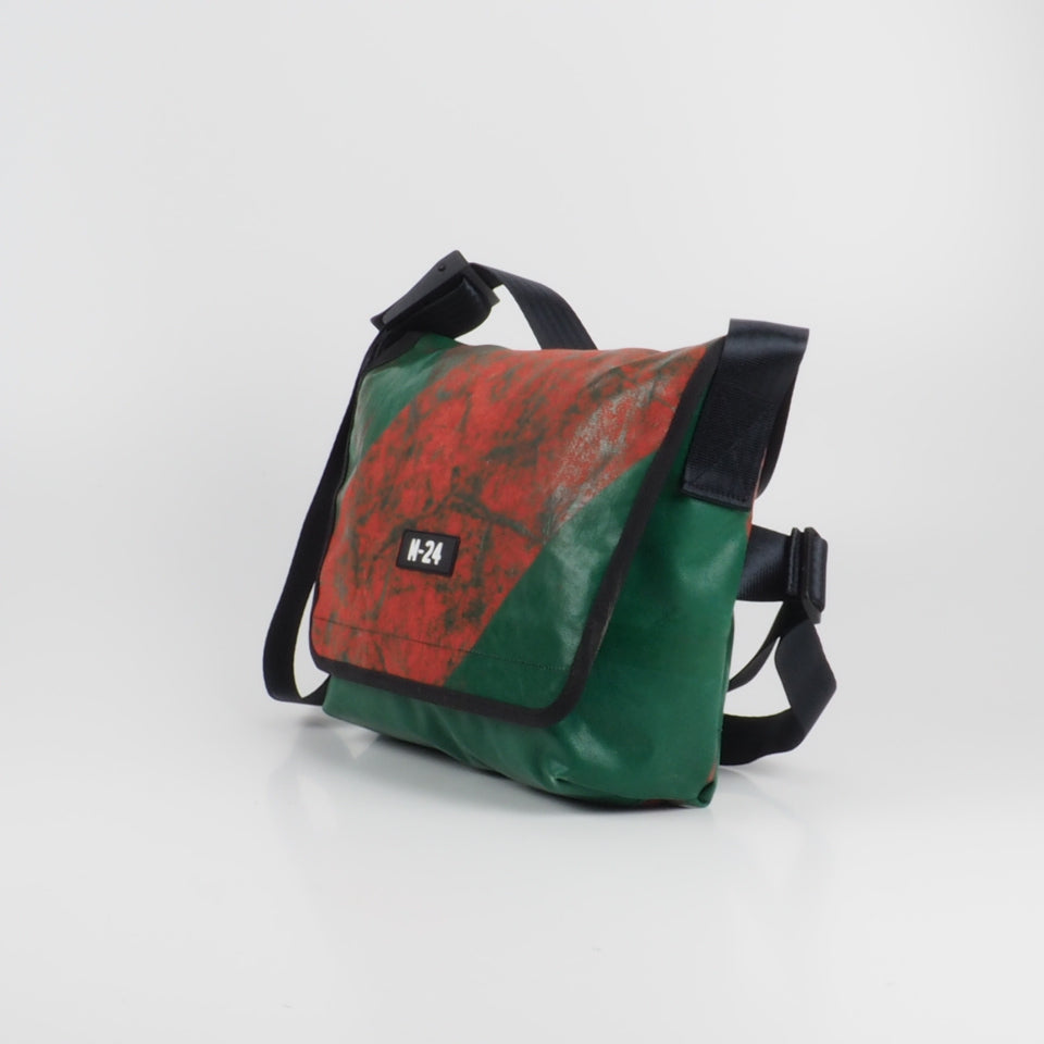 Messenger - green and red - No.720