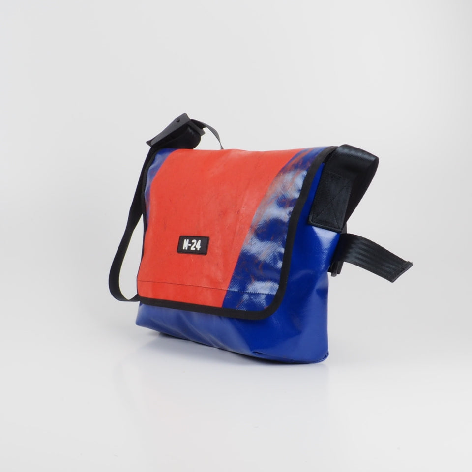 Messenger - red and blue - No.717