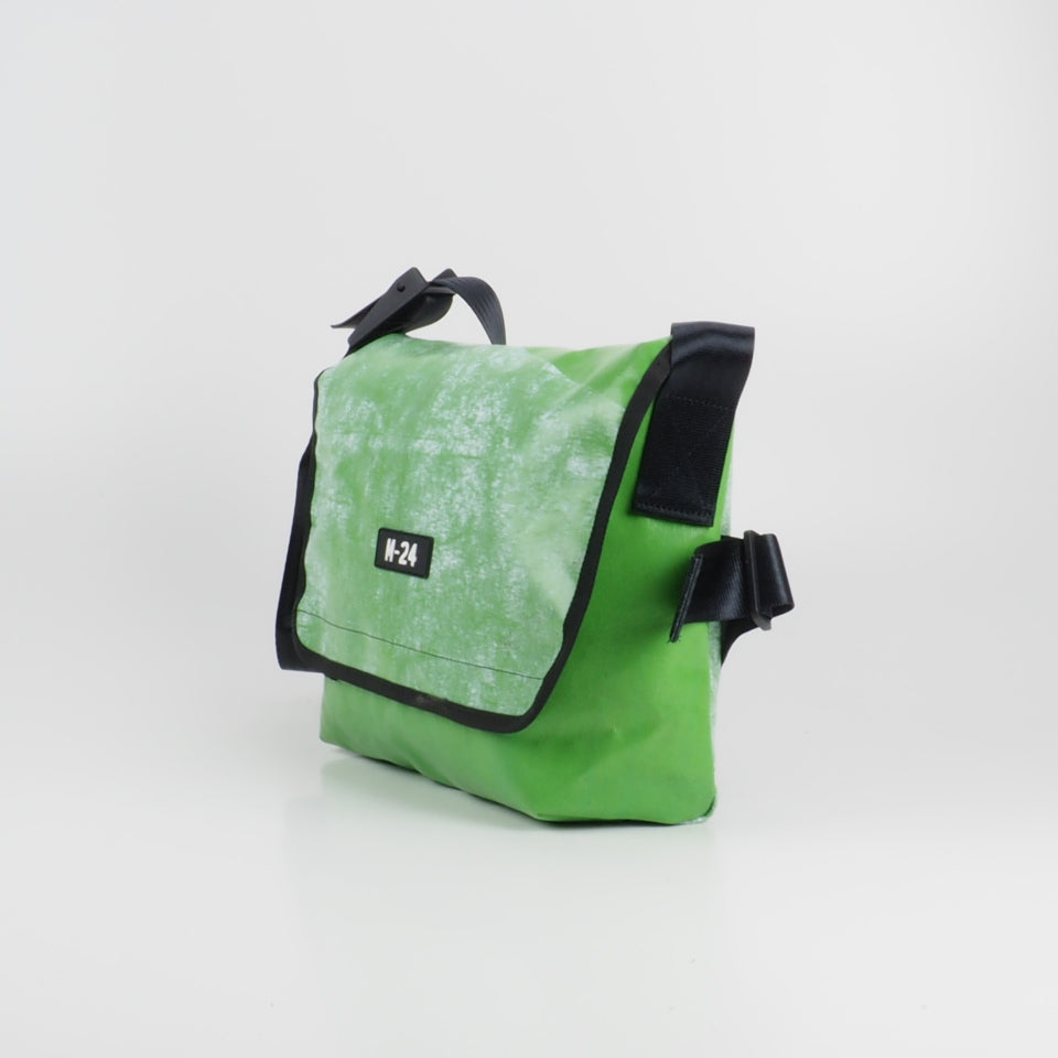 Messenger - green and white - No.706