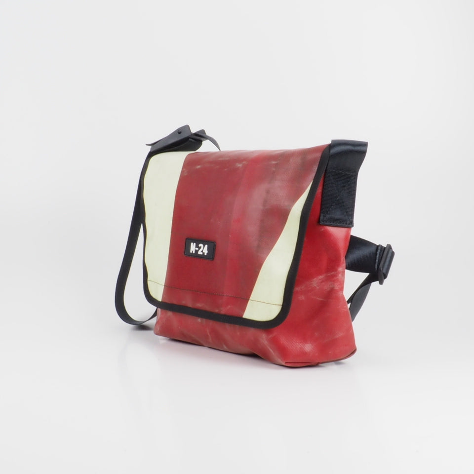 Messenger - red and cream - No.703