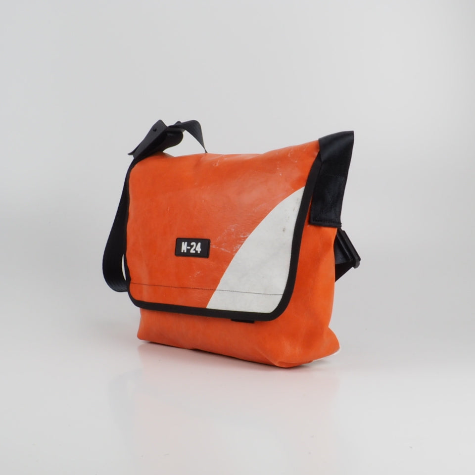 Messenger - orange and white - No.702