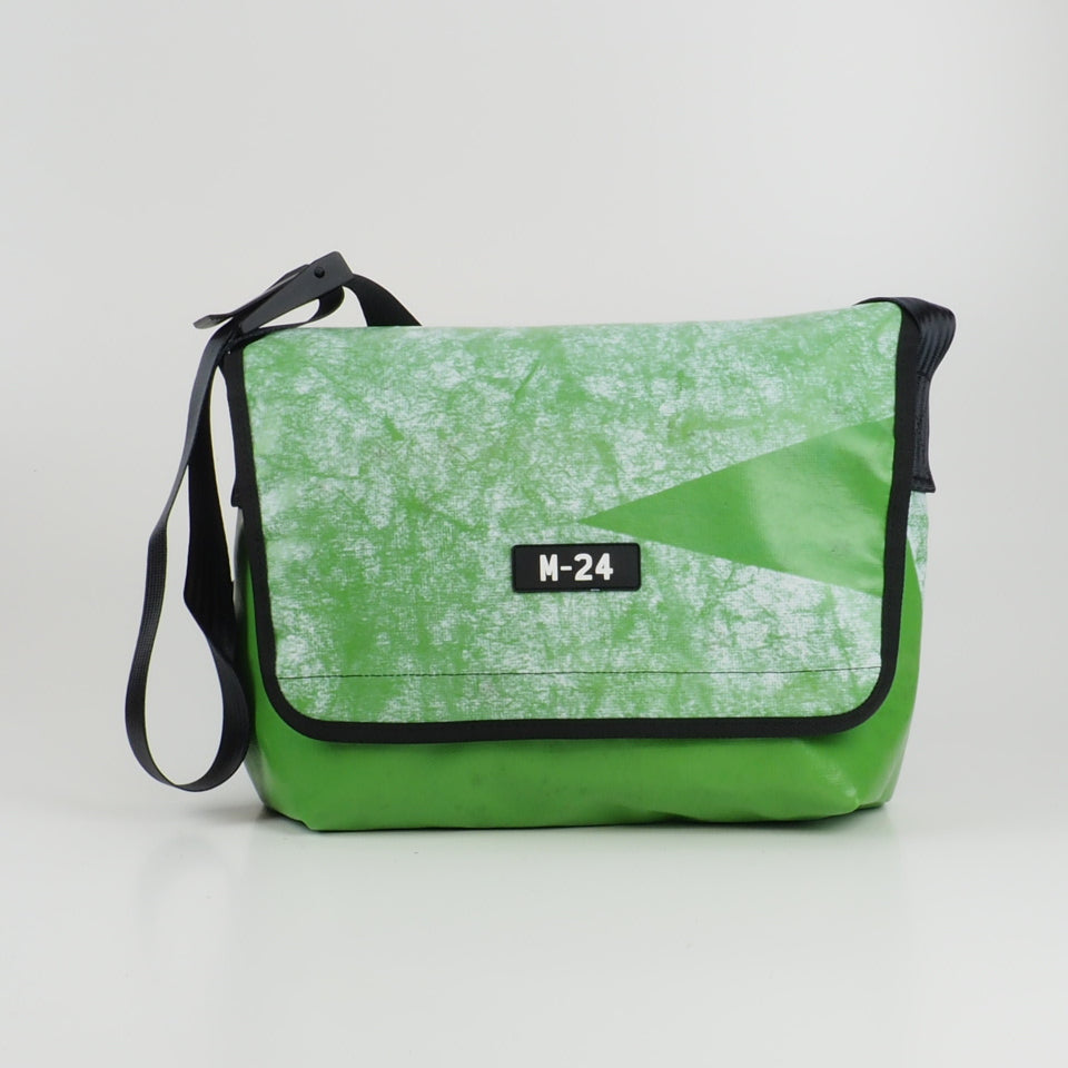 Messenger - white and green - No.773