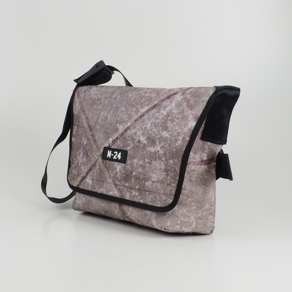 Messenger - distressed mixed colours - No.771