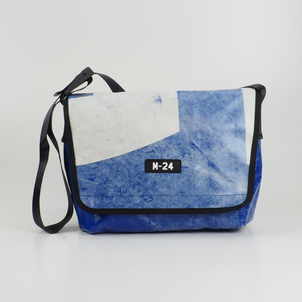 Messenger - blue and white - No.770