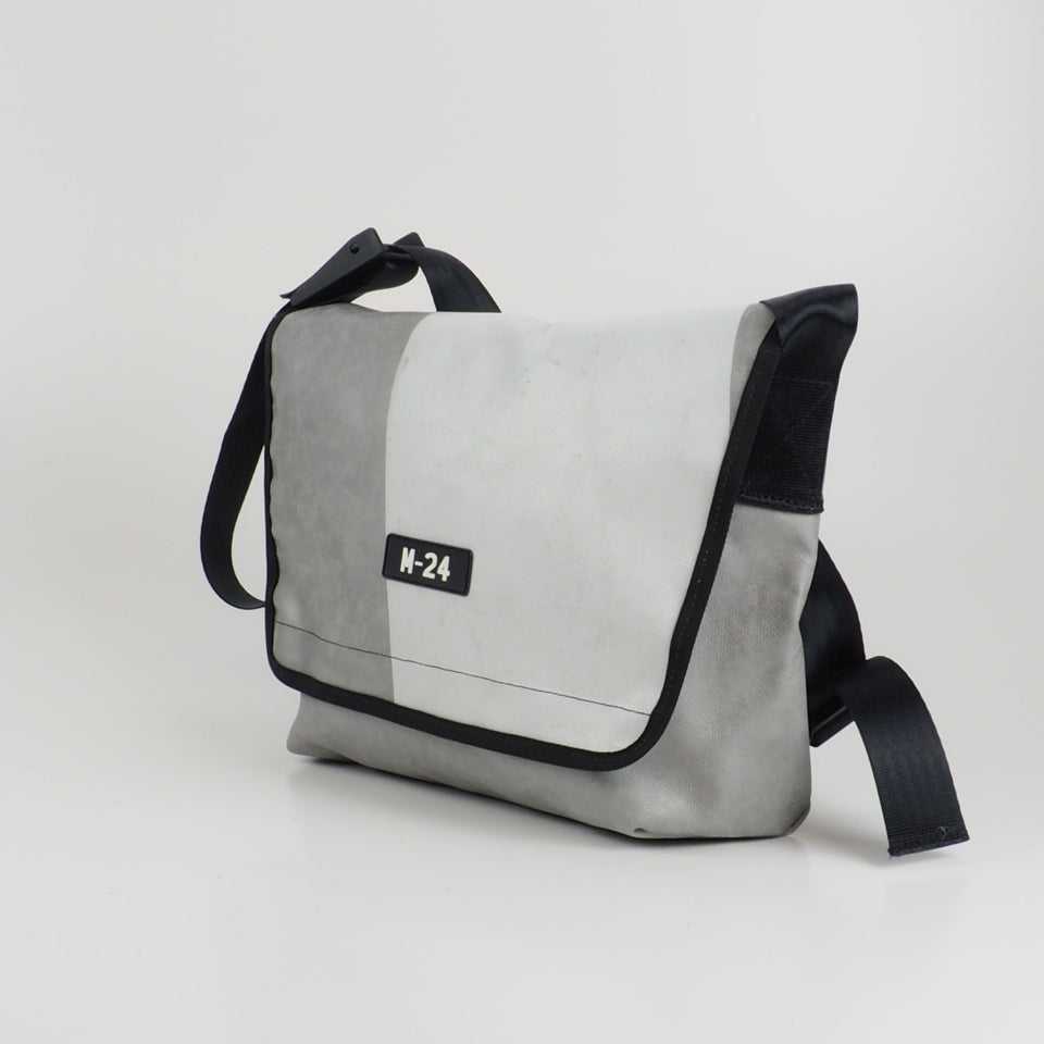 Messenger - grey and white - No.768