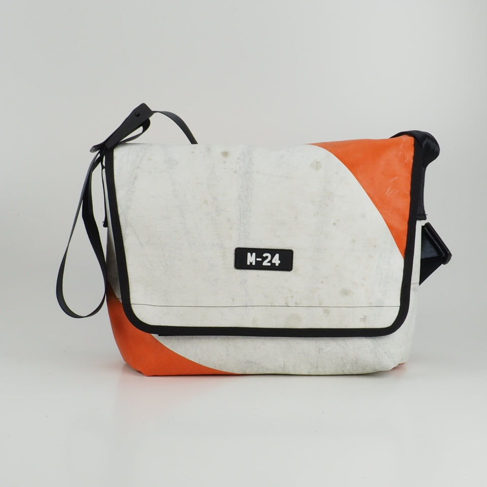 Messenger - orange and white - No.760