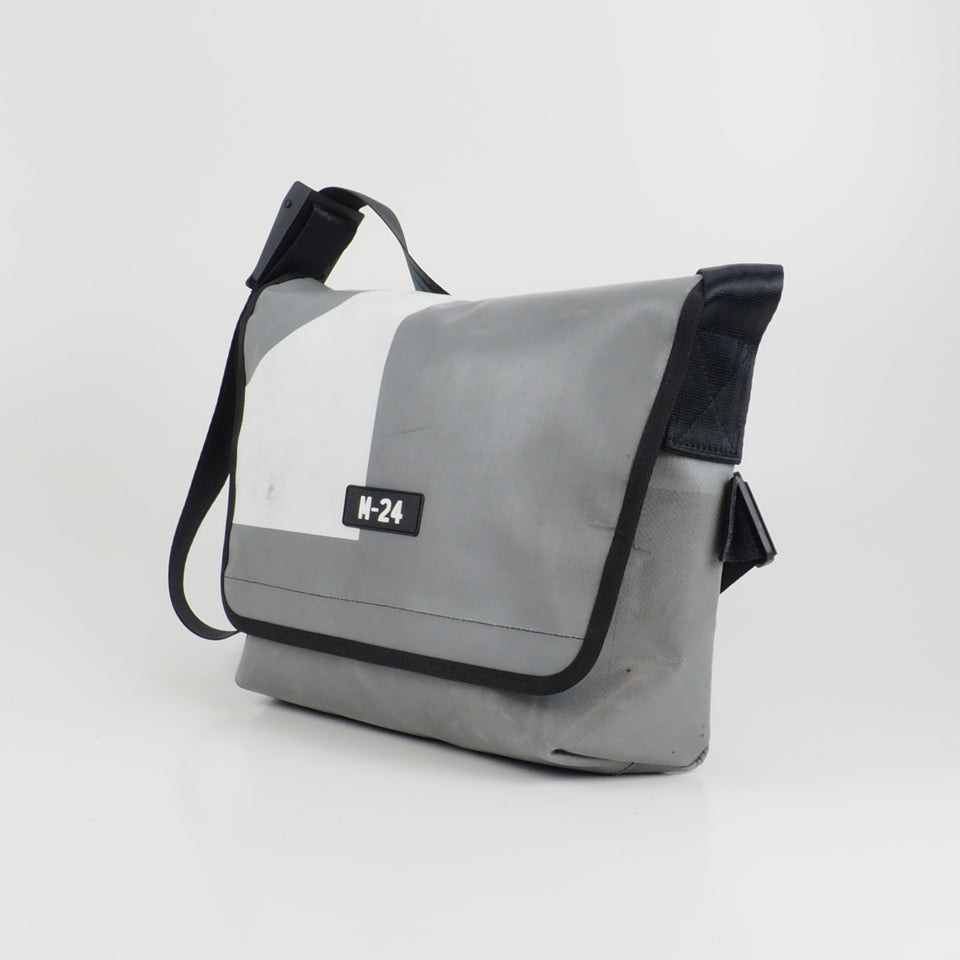 Messenger - grey and white - No.759