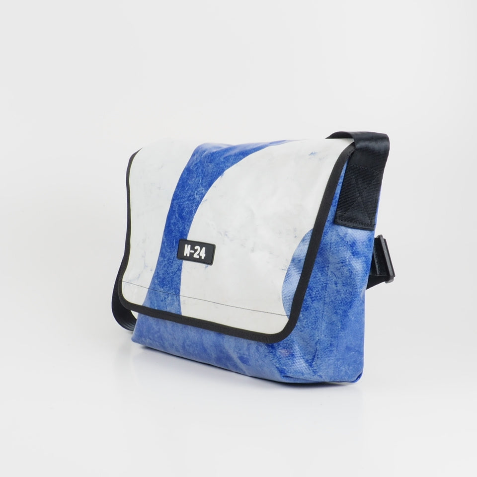 Messenger - blue and white - No.758